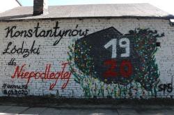 Uczniowie tworzą własny mural pod okiem profesjonalisty