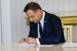 Ustawa z podpisem Prezydenta